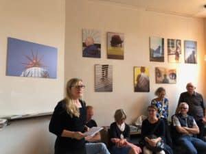 Die hannoveraner Künstlerin Antje Smollich spricht die einführende Worte